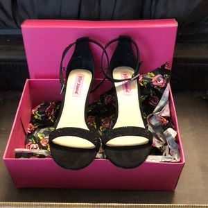 Betsey Johnson Brodway Black high heel shoes 8